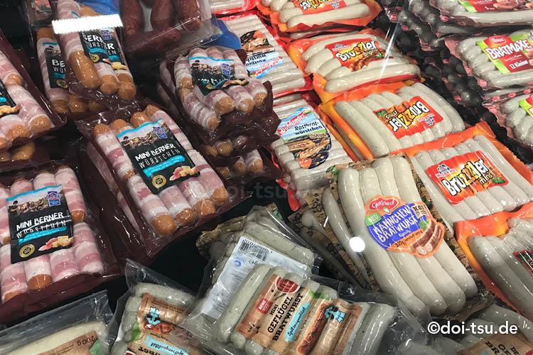 ドイツのスーパーで売られている色々な種類のソーセージ
