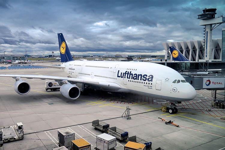 ルフトハンザの飛行機がフランクフルト空港にある様子3